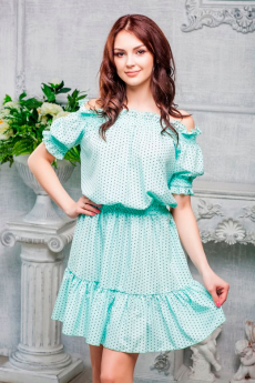 Летнее платье с открытыми плечами Look Russian